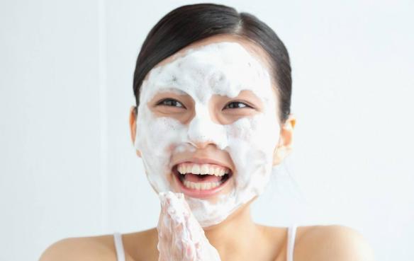 李静美肤课堂:脸上长了青春痘应该怎么护理?